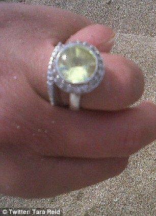 Тара похвасталась гигантским обручальным кольцом