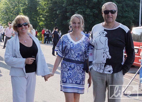 Продюсер Владимир Бебешко с семьей