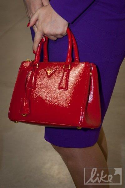 Наталья выбрала сумочку Prada