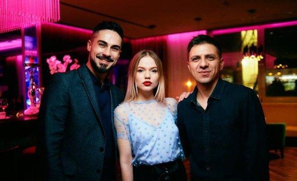 Актер Никита Вакулюк с девушкой Анастасией и дизайнером Дмитрием Домановым