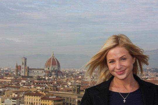 Алена на фоне Собор Санта-Мария-дель-Фьоре во Флоренции