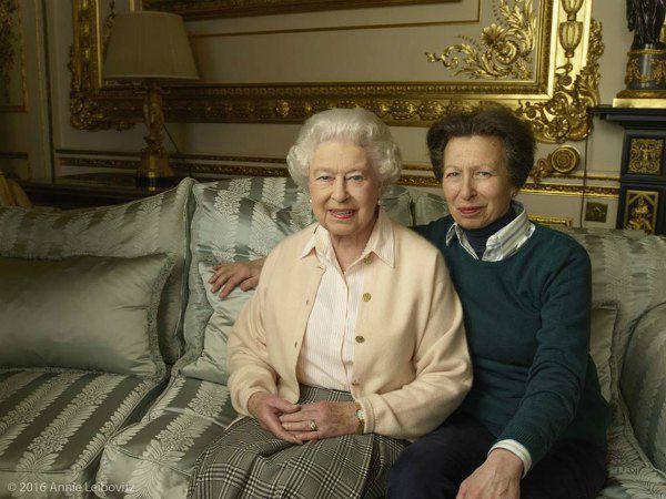 Королева с дочерью принцессой Анной