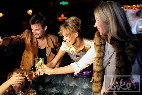 Алан Бадоев, Глюкоза и супруга Николая Мартыненко Анна выпили шампанского