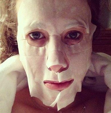 Ксения Собчак шокировала поклонников фотографией в маске