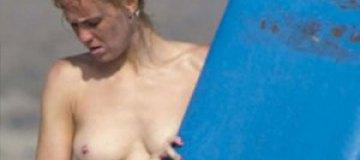 "Актриса Мария Кастро устроила ""голый"" серфинг в Испании"