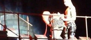 Леди Гагу стошнило прямо на сцене