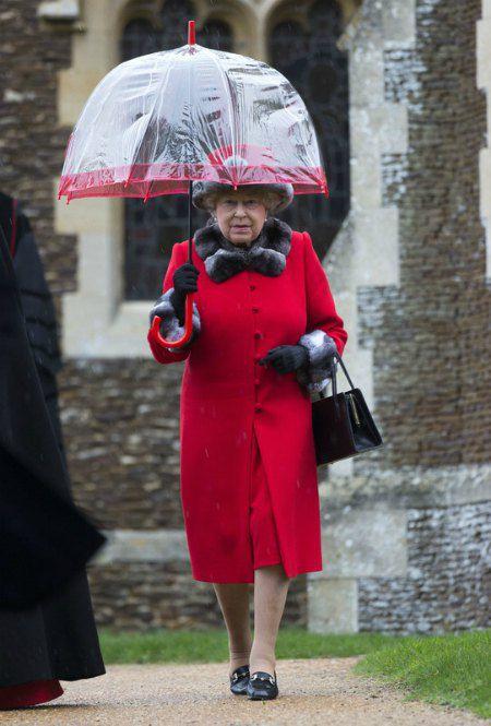 Королева после рождественской службы в церкви