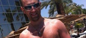 Яценюк показал торс на пляже