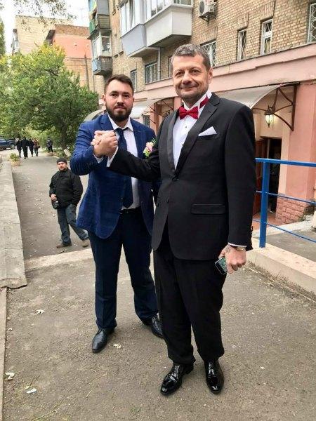 Нардеп Андрей Лозовой (слева) был свидетелем Мосийчука в ЗАГСе