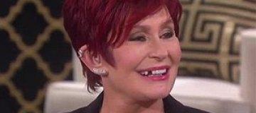 У Шэрон Осборн выпал зуб во время телешоу
