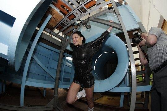 Руслана возле аэродиномической трубы
