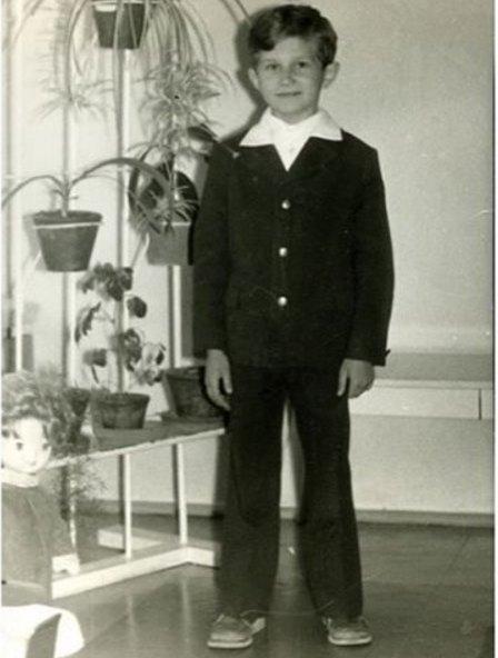 Юрий Горбунов и в юные годы был верен костюмам
