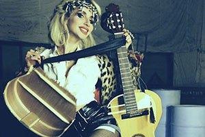 Трехлетняя дочь Светланы Лободы уже играет на гитаре
