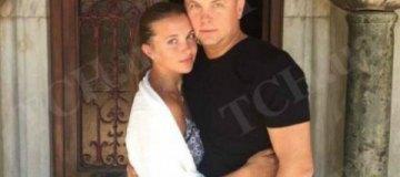 Нестор Шуфрич рассекретил молодую жену и маленьких детей