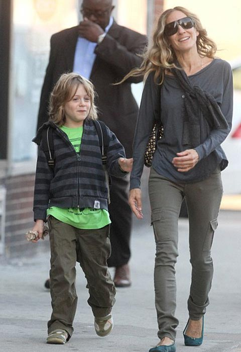 Иногда у актрисы получается забирать из школы и 9-летнего сына