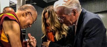 С благословения Далай-ламы: супруга 69-летнего Ричарда Гира объявила о беременности