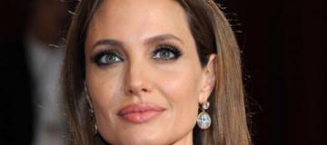 Страстная Анджелина Джоли стала лицом нового парфюма
