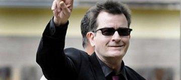 Чарли Шин под кокаином напал с ножом на врача