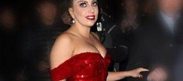 Леди Гага подогрела слухи о беременности округлым животом