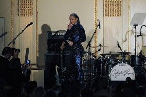 Джей Ло извинилась за концерт для туркменского президента