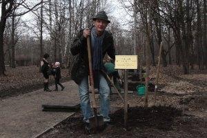 Марат Башаров стал садовником