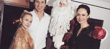 Кличко-мэр с бородой и Хайден Панеттьери в золоте отметили Новый год в Альпах