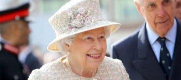 Королева Елизавета II официально одобрила брак принца Гарри и Меган Маркл