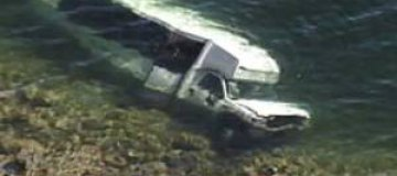 В Канаде на дне озера нашли лимузин за $100 тыс., а в Швейцарии - Porsche