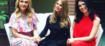 Ольга Фреймут в платье, скрывающем фигуру, впервые вышла в свет после родов