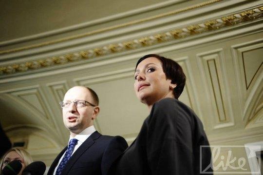 "Лидер партии ""Фронт змин"" Арсений Яценюк с супругой Терезией"