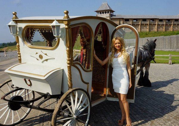 Наталья Валевская отметила день рождения в стиле Средневековья