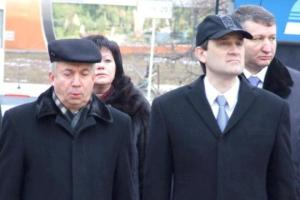 Донецкий губернатор щеголяет в пальто и спортивной кепке