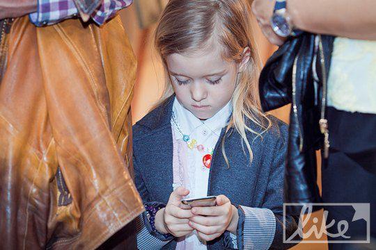 """Младшая дочь """"Дяди Жоры"""" была увлечена iPod"""