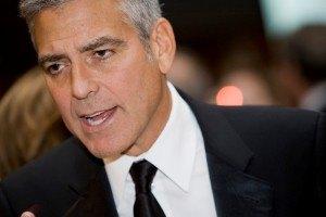 Клуни сделал возлюбленной предложение и сбежал от нее