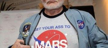 """Американский астронавт подал в суд на своих детей, которые """"мешают ему жениться"""""""