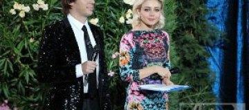 Тина Кароль надела платье задом наперед