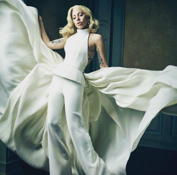 """Фото платья Леди Гаги стало одним из мемов нынешнего """"Оскара"""""""