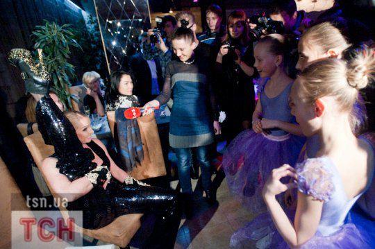 Волочкова поделилась опытом с 11-летними преемницами