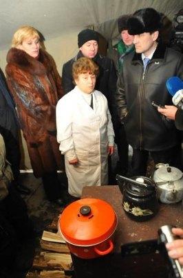Андрей Шишаций и его заместитель в пункте обогрева бездомных