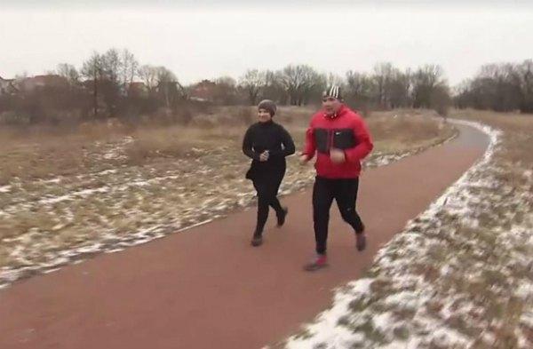 Тимошенко с тренером на утренней пробежке