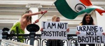 FEMEN осадили резиденцию посла Индии