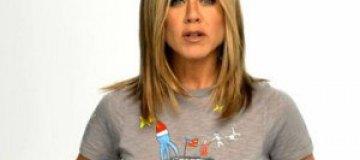 Дженнифер Энистон создала футболку для борьбы с раком