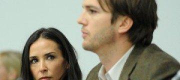 Эштон Катчер вымаливает у Деми Мур официальный развод