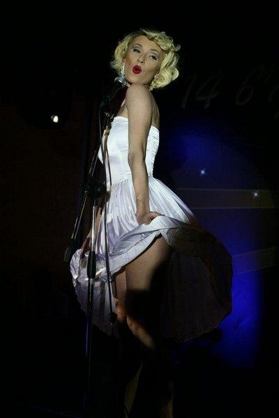 Иванна Мелай выступает в образе Мэрилин Монро