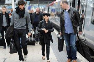 Кайли Миноуг выглядит карликом рядом с женихом