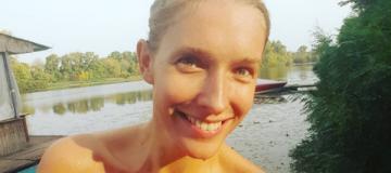 Катя Осадчая показала грудь в бикини