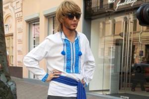 Зверев в Киеве нарядился в голубую вышиванку