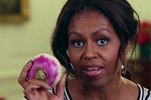 Мишель Обама станцевала с репой в руках