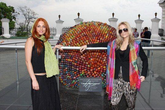Ирина Забияка и Маша Гойя сфотографировались с крашенками