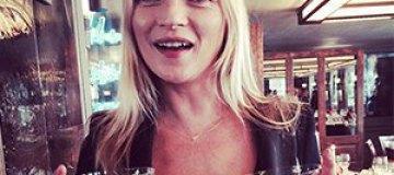 Кейт Мосс презентовала бокалы в форме своей груди